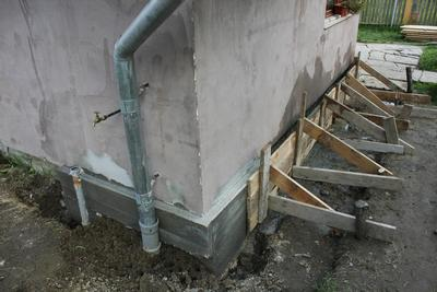 Builder in Ilford and Chigwell. Underpinning. Underpinned house.