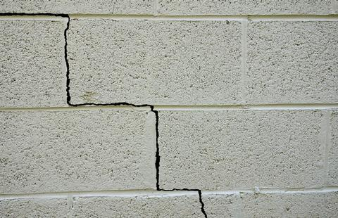 Builder in Ilford, Chigwell and East London. Wall crack repair.